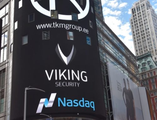 Viking Security AS logo New Yorgi Time Square'il Nasdaqi ekraanidel.